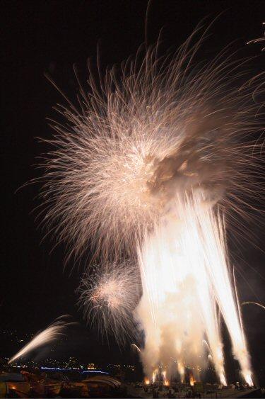 網代温泉海上花火大会空中ナイアガラ